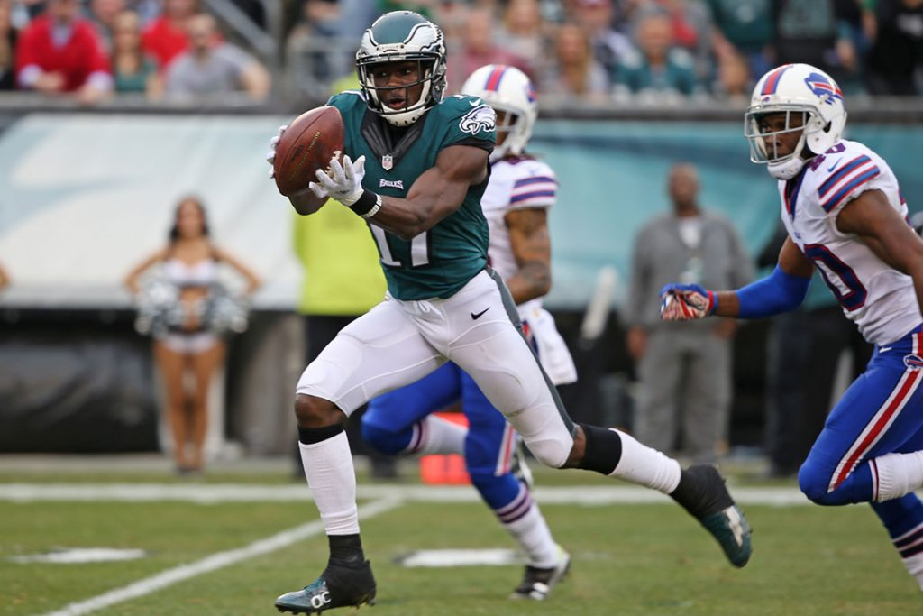 Philadelphia Eagles wide receiver Nelson Agholor (17) catches a pass and brings it into the endzone for a touchdown during the second quarter with 10:38 left, during the game between the Philadelphia Eagles and the Buffalo Bills, Sunday, Dec. 13, 2015, in Philadelphia. (David Maialetti / Staff Photographer)