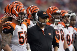 Bengals coach Marvin Lewis and linebacker Rey Maualuga (58) look on during a game in 2015.