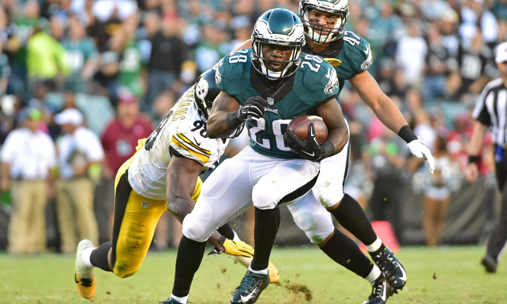 Sep 25, 2016; Philadelphia, PA, USA; Philadelphia Eagles running back Wendell Smallwood (28) carries the ball past Pittsburgh Steelers inside linebacker Vince Williams (98) during the third quarter  at Lincoln Financial Field. The Eagles defeated the Steelers, 34-3. Mandatory Credit: Eric Hartline-USA TODAY Sports