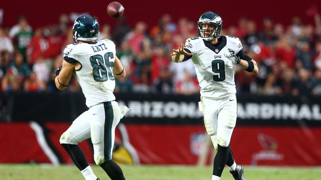 Oct 26, 2014; Glendale, AZ, USA; Philadelphia Eagles quarterback Nick Foles (9) passes the ball to tight end Zach Ertz (86) against the Arizona Cardinals at University of Phoenix Stadium. The Cardinals defeated the Eagles 24-20. Mandatory Credit: Mark J. Rebilas-USA TODAY Sports