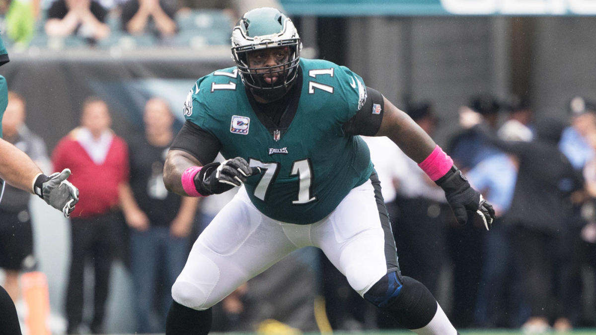 Oct 8, 2017; Philadelphia, PA, USA; Philadelphia Eagles offensive tackle Jason Peters (71) in action against the Arizona Cardinals at Lincoln Financial Field. Mandatory Credit: Bill Streicher-USA TODAY Sports
