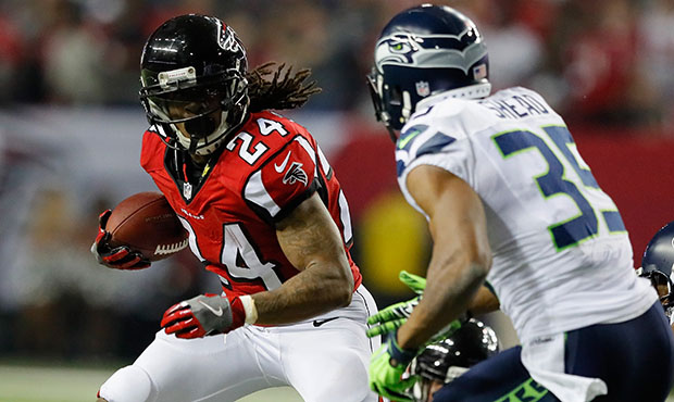 ATLANTA, GA - JANUARY 14: Devonta Freeman #24 of the Atlanta Falcons runs the ball against the Seattle Seahawks at the Georgia Dome on January 14, 2017 in Atlanta, Georgia.  (Photo by Kevin C. Cox/Getty Images)